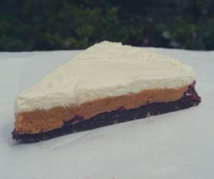 Niskowęglowodanowe ciasto ze słonym kremem orzechowym