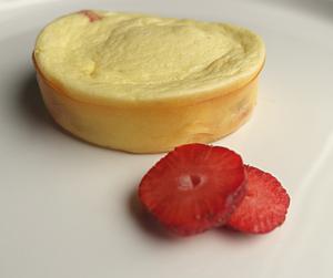 Serniczki w kokilkach z truskawkami (keto, lchf)