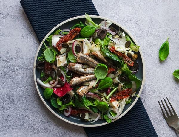 keto sałatka z anchois dieta ketogeniczna przepisy jadietetyk